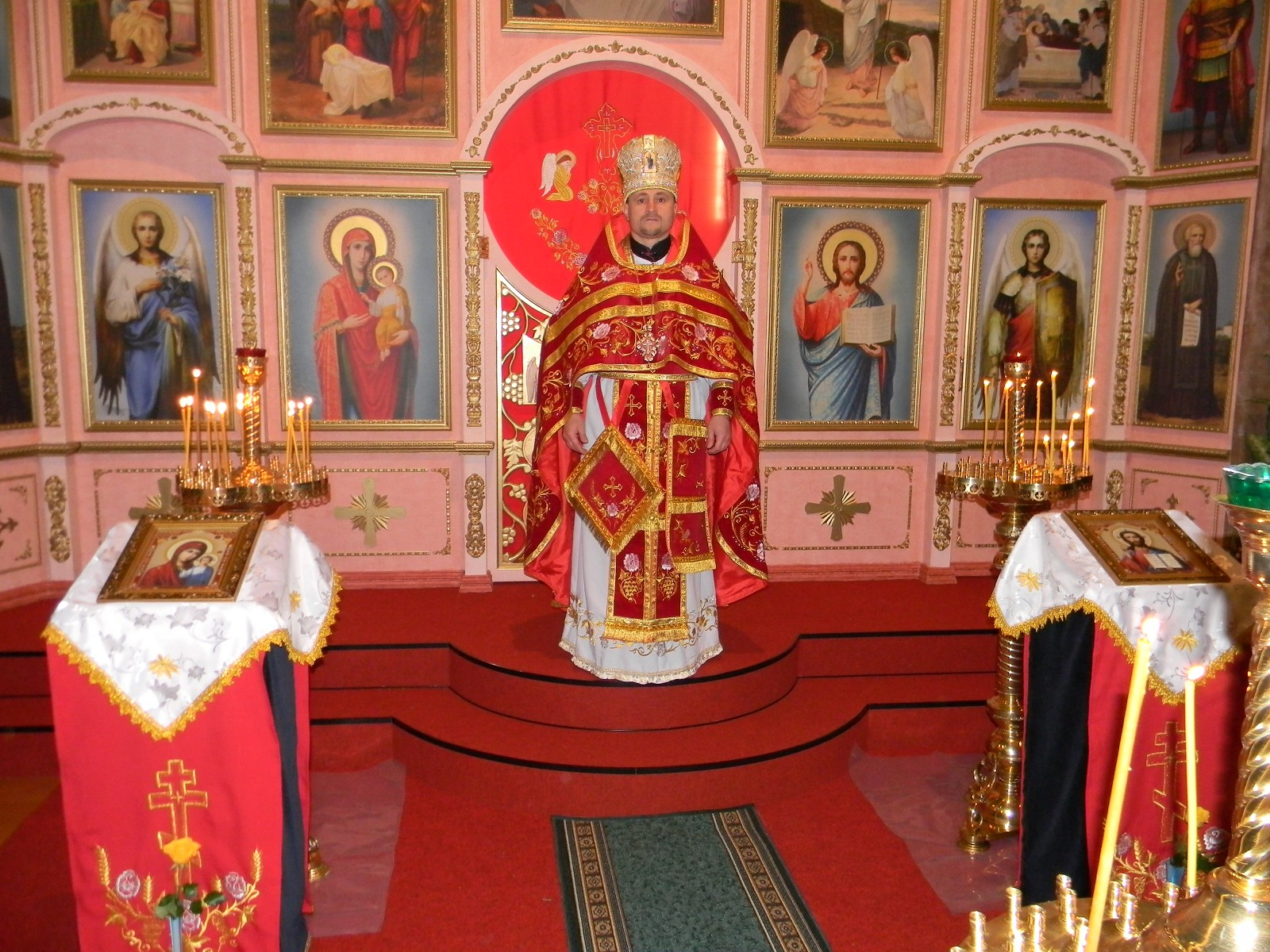 "Protoiereu Mitrofor Veniamin Onu, Paroh al bisericii ortodoxe cu hramul ""Sf.Treime"" or. Fidenza, Italia"